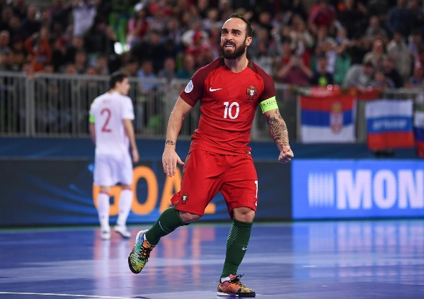 Ricardinho signing for French Futsal Club ACCS Paris in June 2020